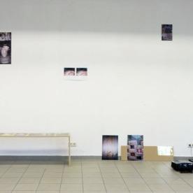 """Katarina Schrul (links), """"Die Landschaft"""" Öl und Lackspray auf MDF von Caroline Guenther"""