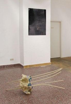 """""""o.T."""" Skulptur von Martin Wiesinger, """"Inframince"""" Foto-Abzug von Sophie Lindner"""