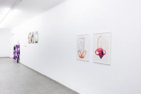 """""""New Balance Now"""" von Henrike Pilz, """"ohne Titel"""" von Martin Wiesinger, """"Bubble / Portal 2 / Ränder"""" von Caroline Günther, """"Strohhalm""""/ """"Unerwartet"""" von Olga Gregorjewa"""